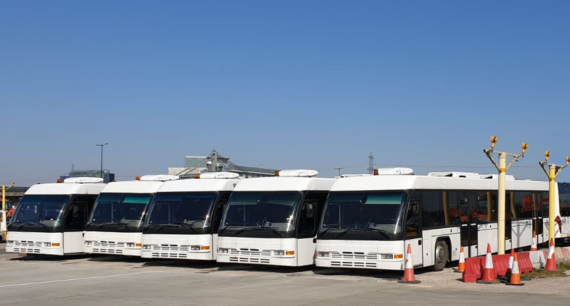 Cobus 2700 Airport buses, seen from the fron