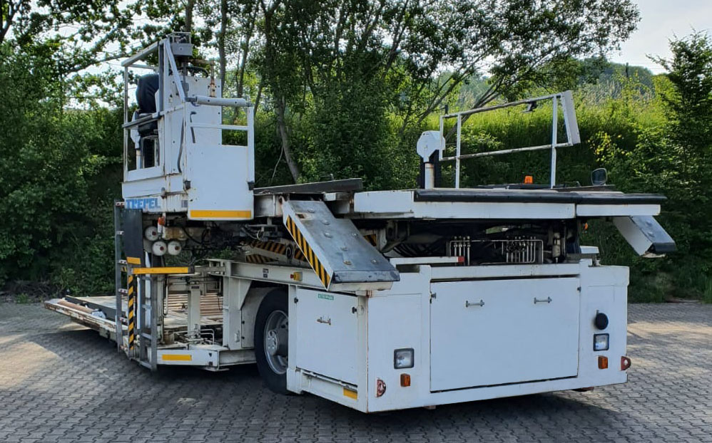 Lower Deck Loader Champ 70 W fron view platforms stowed
